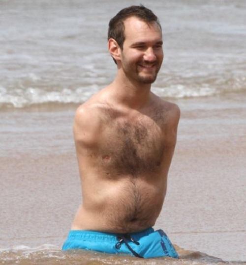 Nick-Vujicic-enjoys-honeymoon-on-the-beach-a-week-after-marrying